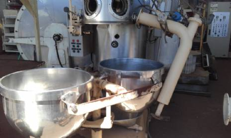 Vacuum system for manufacture of hard candies