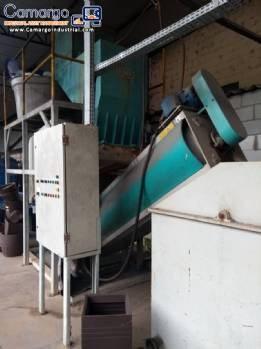Line for shredding, washing and drying plastics