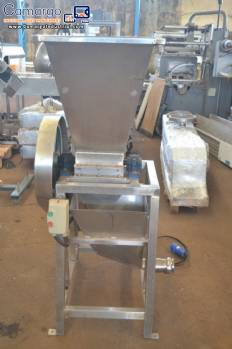 Crusher for candy