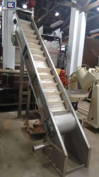 Conveyor belt with stainless steel structure for water
