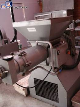 Endless screw extruders